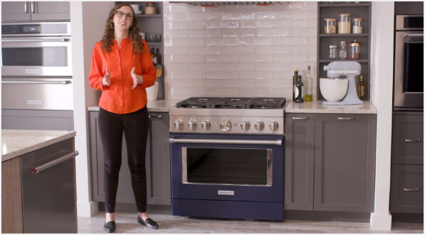 Responsive Back Lighting on the Dual Concentric Knob - KitchenAid® Commercial-Style Ranges